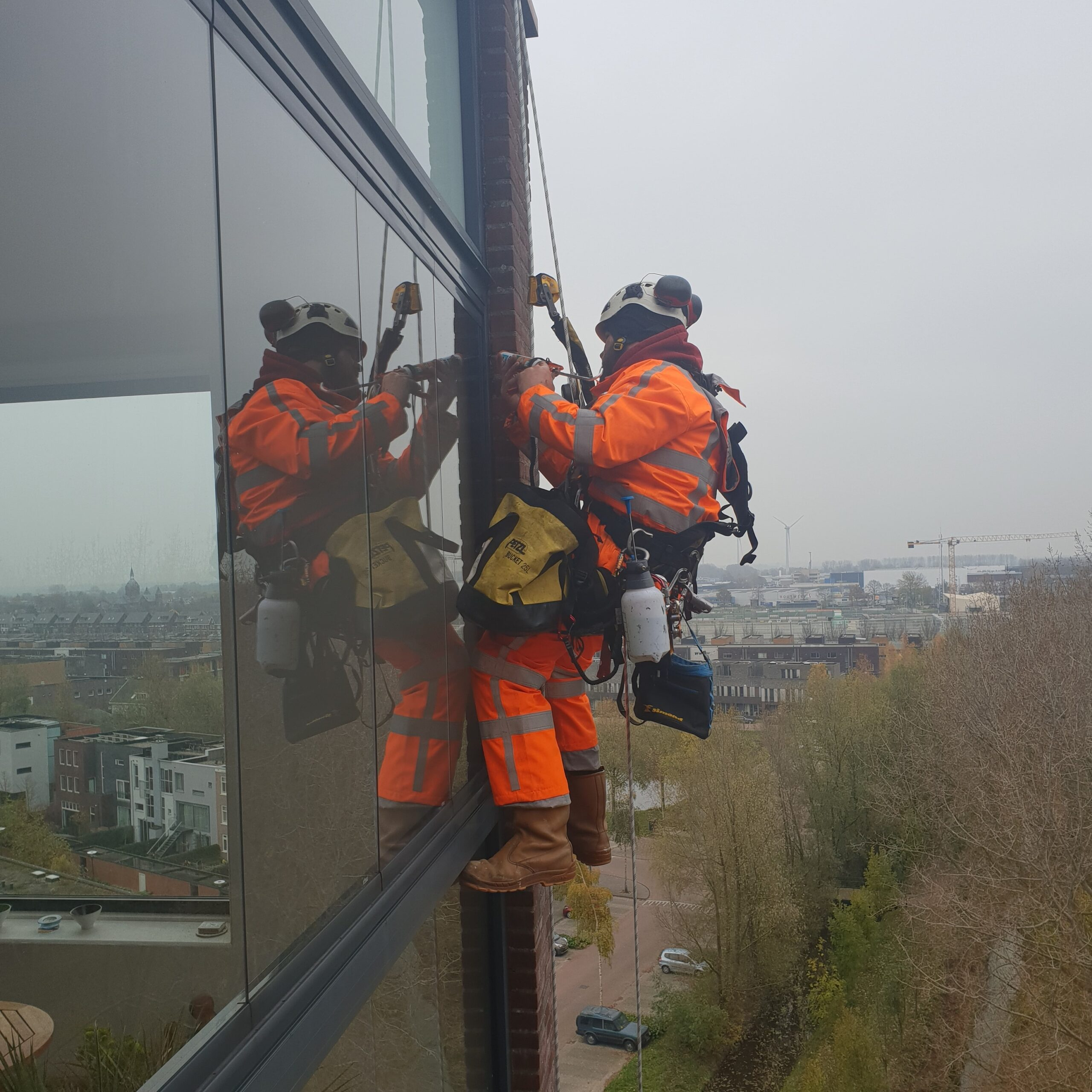 Lekdetectie / lekkages verhelpen Rope Access - High Work Solutions