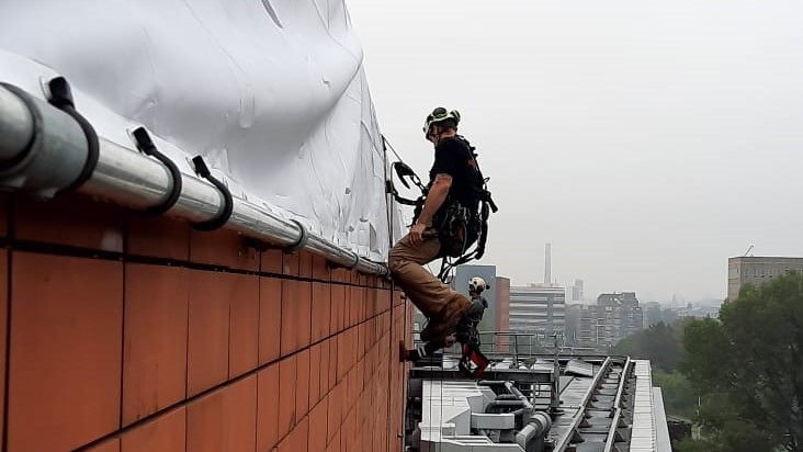 Rope Access installeren reclame uitingen - HWS - High Work Solutions
