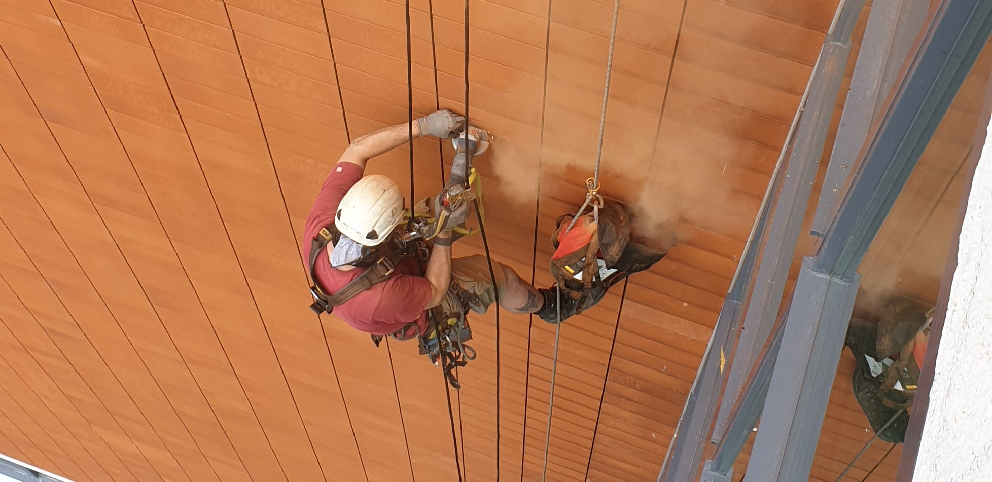 Rope Access installeren reclame uitingen - High Work Solutions