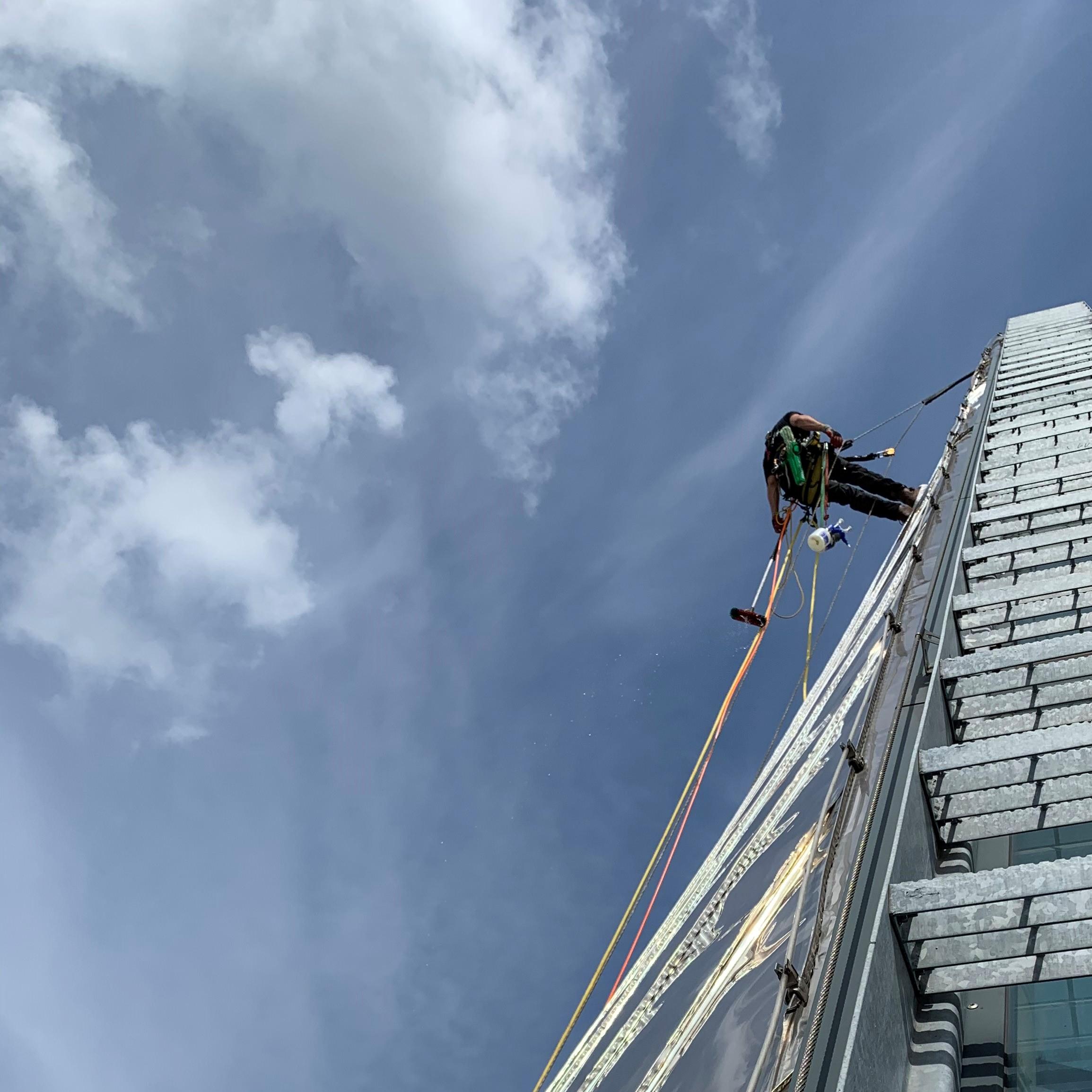 Rope Access specialistisch reinigen - HWS - High Work Solutions